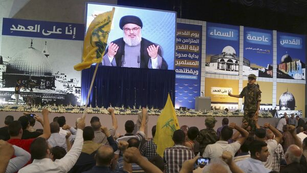 Supporters of Lebanon's Hezbollah leader Sayyed Hassan Nasrallah gesture as he appears on a screen during a rally to mark Quds (Jerusalem) Day in Beirut's southern suburbs July 10, 2015. - Sputnik International