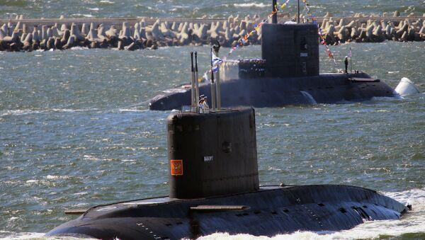 The submarines Vyborg, foreground and Stary Oskol - Sputnik International