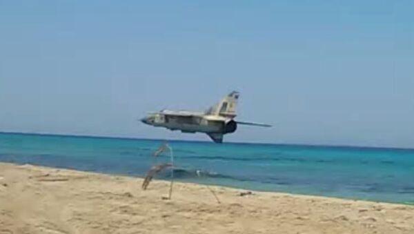 Libya FLAF Mig 23ML insane low pass over the beach - Sputnik International