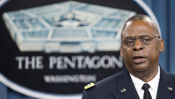 Commander of US Central Command Gen. Lloyd Austin III conducts a media briefing on Operation Inherent Resolve, the international military effort against (IS) Islamic State group, on October 17, 2014 - Sputnik International