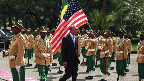 U.S. President Barack Obama (C) reviews a marsh band during a welcome ceremony at the National Palace in Addis Ababa, Ethiopia July 27, 2015. - Sputnik International
