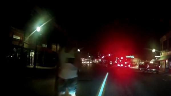 Officer Threatens to Put a Bullet Hole Through Man's Head - Sputnik International