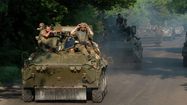 Ukrainian soldiers from the 25th airborne brigade ride atop an APC in a convoy of military vehicles on the outskirts of Marinka, Donetsk region, eastern Ukraine, Thursday, June 4, 2015 - Sputnik International