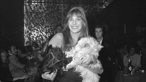 British actress and pop singer Jane Birkin is shown at Rome's night club Cabala 25, Nov. 10, 1972. - Sputnik International