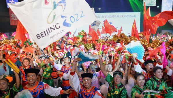 Chinese people wearing traditional costumes - Sputnik International