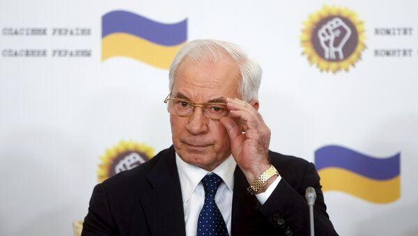 Ukraine's former Prime Minister Mykola Azarov adjusts his glasses as he attends a news conference in Moscow, Russia, August 3, 2015 - Sputnik International