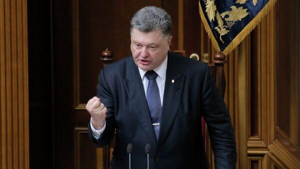 Ukrainian President Petro Poroshenko gestures as he speaks to lawmakers during a parliament session in Kiev, Ukraine - Sputnik International