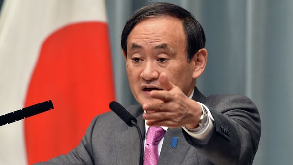 Japan's Chief Cabinet Secretary Yoshihide Suga points to a journalist at a press conference - Sputnik International