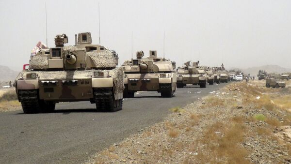 Tanks of fighters loyal to Yemen's President Abd-Rabbu Mansour Hadi are seen on a road leading to the al-Anad military and air base in the country's southern province of Lahej August 3, 2015 - Sputnik International