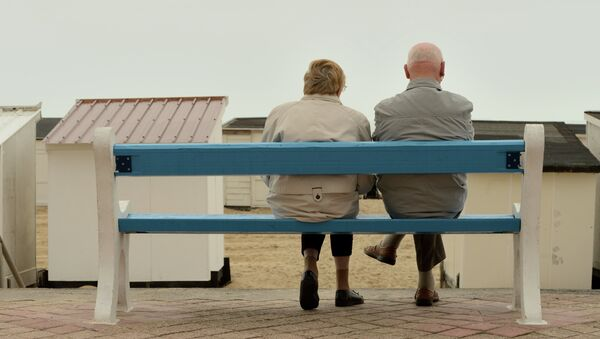 This picture taken on July 16, 2015 shows a couple of elderly people sitting on a bench in Calais, northern France - Sputnik International