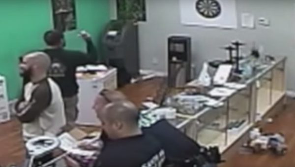 Cali Cops Sue to Suppress Video Allegedly Showing Them Eating Pot Brownies - Sputnik International