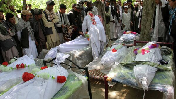 Afghan relatives of the victims of a roadside bomb explosion gather to offer funeral prayers in Ghazni on June 5, 2015 - Sputnik International