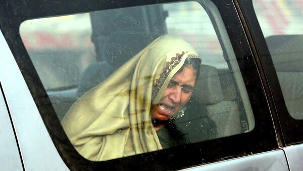 An Afghan woman cries at the site of a suicide attack in Kabul, Afghanistan Monday, Jan. 5, 2015. - Sputnik International