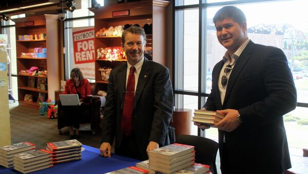 Presidential hopeful Rand Paul of Kentucky at a book signing at Iowa State University in Ames, Iowa, along with Jesse Benton. - Sputnik International