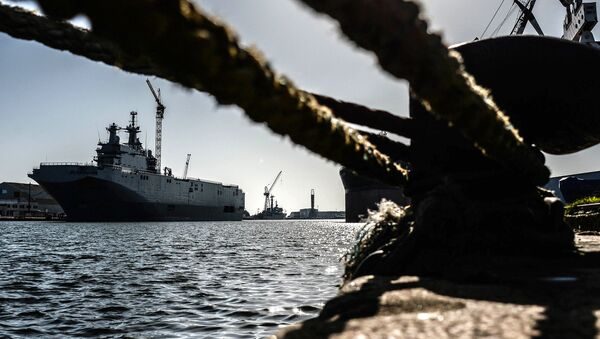 Vladivostok amphibious assault ship of the French Mistral class in the docks of SNX France - Sputnik International