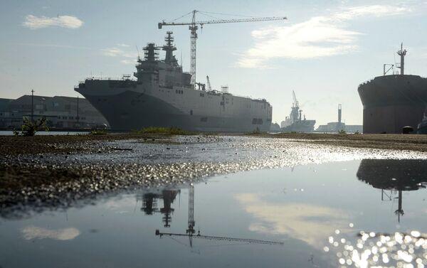 Second Mistral helicopter carrier floated out in France - Sputnik International