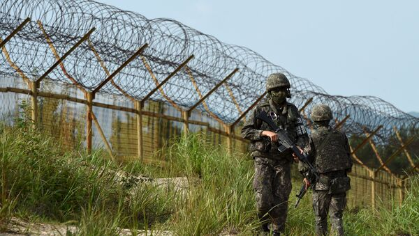 South Korean soldiers patrol along the scene of a blast inside the demilitarized zone separating the two Koreas in Paju, South Korea, in this picture taken on August 9, 2015 - Sputnik International