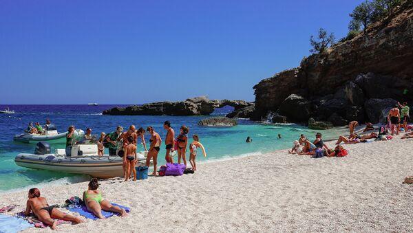 Tourists sunbathing at the beach of Cala Luna, Gulf of Orosei, Sardinia, Italy. - Sputnik International