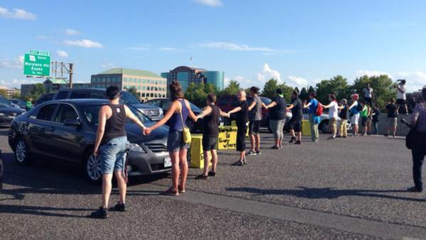 Protesters blocking highway 70 - Sputnik International