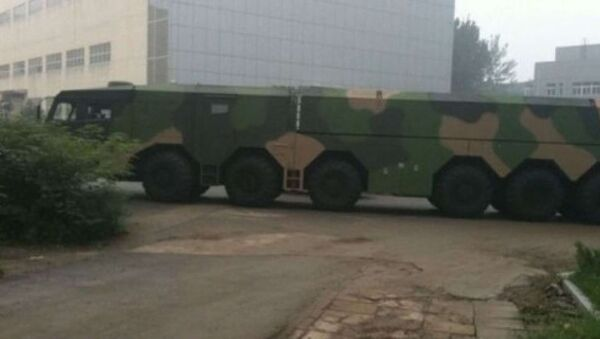 This new 12X12 all terrain truck is the biggest Transporter Erector Launch vehicle yet seen to date for Chinese missiles. - Sputnik International