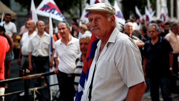 Supporters of the Communist-affiliated PAME labor union take part in an anti-austerity rally outside the Labor Ministry in Athens, Greece, on Wednesday, Aug. 5, 2015. - Sputnik International