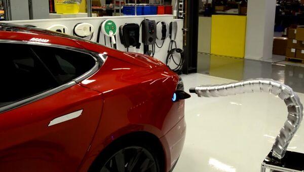 New Tesla 'Snake Model' Charger - Sputnik International