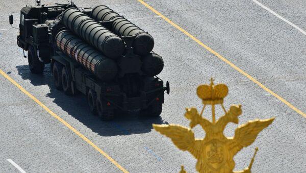 An S-400 Triumph / SA-21 Growler medium-range and long-range surface-to-air missile system - Sputnik International
