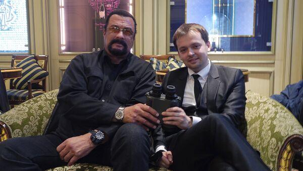 Steven Seagal and Dmitry Mikhailov - Sputnik International
