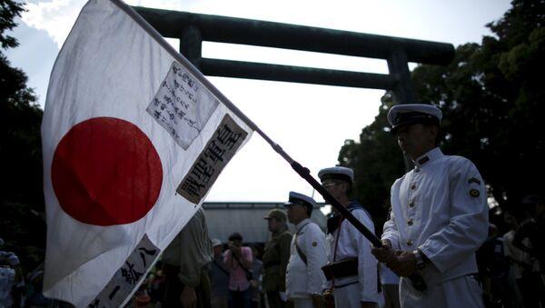Men dressed as Japanese imperial army soldiers and sailors hold the Japanese national flag at Yasukuni Shrine in Tokyo August 15, 2015, to mark the 70th anniversary of Japan's surrender in World War Two - Sputnik International