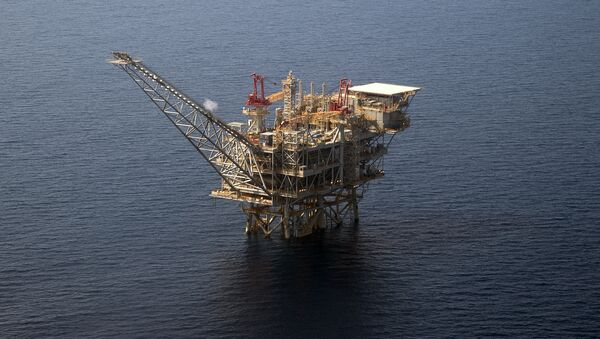An aerial view taken on 30 July 2015 shows the Tamar Israeli gas-drill platform in the Mediterranean Sea off the coast of Israel - Sputnik International