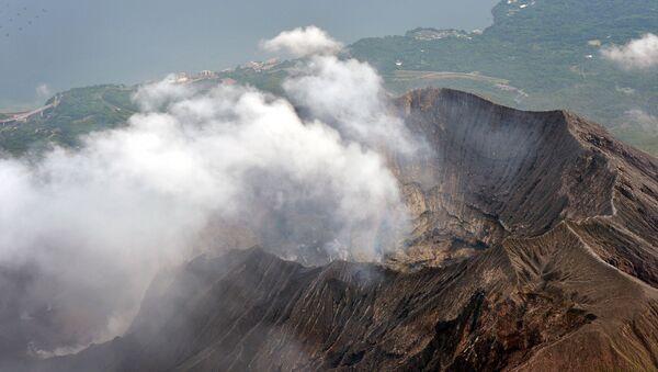An aerial view shows the crater atop Mt. Sakurajima in Kagoshima, southwestern Japan, in this photo taken by Kyodo August 15, 2015 - Sputnik International