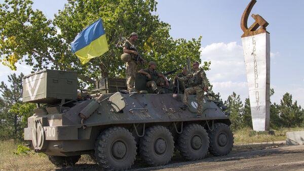 Ukrainian servicemen stand on an armoured personal carrier (APC) with an Ukrainian flag, before leaving for Ukrainian forces' positions in Staroignativka village, Donetsk region on August 12, 2015 - Sputnik International