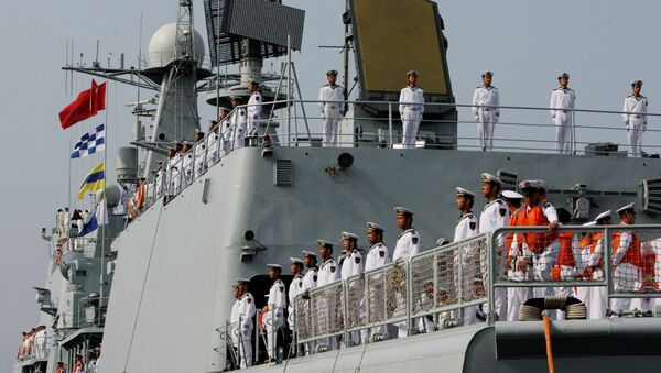 The crew of the destroyer Shenyang that has arrived in Vladivostok together with six other Chinese warships for the second stage of the Naval Cooperation 2015 exercise. - Sputnik International
