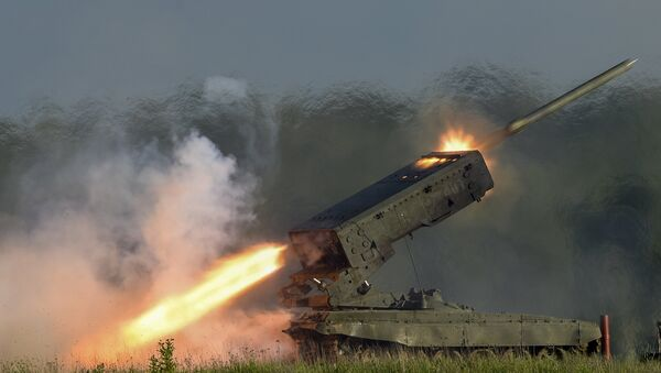 The TOS-1 heavy flamethrower system fires a missile during a demo show at the ARMY-2015 International Military-Technical Forum held at Patriot Park, a new congress and exhibition center in Kubinka outside Moscow - Sputnik International