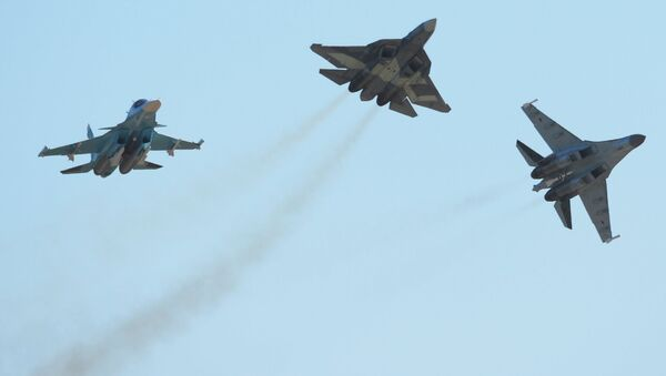 Su-34 (left), T-50 (centre) and Su-35 (right) aircraft at the 2015 MAKS air show's opening ceremony in the Moscow suburban town of Zhukovsky. - Sputnik International