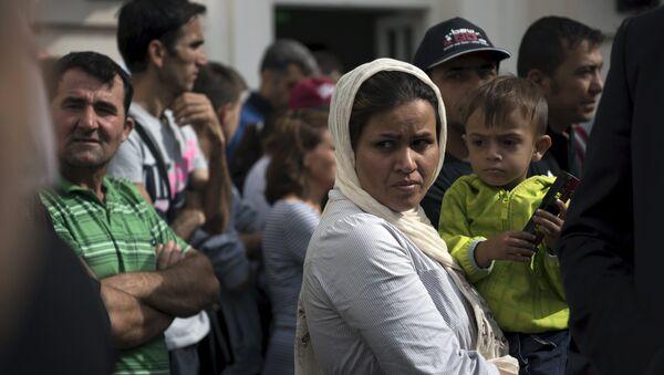Migrants wait for the visit of German President Joachim Gauck in an asylum seekers accommodation facility in Berlin, Germany, August 26, 2015 - Sputnik International