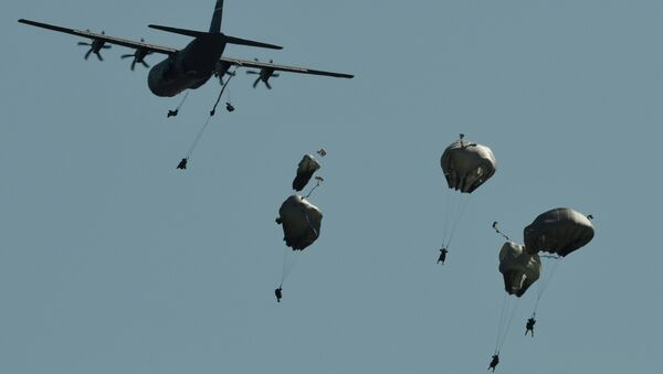 A multinational brigade of paratroopers take part in the Swift Response airborne training exercise in Hohenfels, southern Germany on August 26, 2015 - Sputnik International