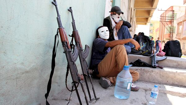 Masked members of YDG-H, youth wing of the outlawed Kurdistan Workers Party (PKK), sit next to their weapons in Silvan, near the southeastern city of Diyarbakir, Turkey, August 17, 2015 - Sputnik International