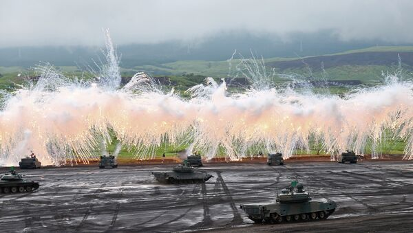 Japan Ground Self-Defense Force's Type-89 armored combat vehicles flare up a smoke screen during an annual live firing exercise at Higashi Fuji range in Gotemba, southwest of Tokyo. - Sputnik International