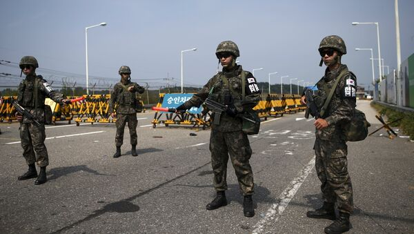 South Korean soldiers stand guard at a checkpoint on the Grand Unification Bridge which leads to the truce village Panmunjom, just south of the demilitarized zone separating the two Koreas, in Paju, South Korea, August 24, 2015 - Sputnik International