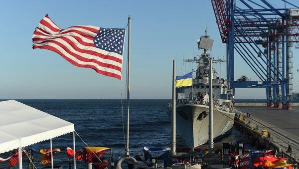 Ukraine (Sept. 1, 2015) USS Donald Cook (DDG 75) and Ukrainian navy ship UKRS Hetman Sahaydachniy (U130) moored in Odesa, Ukraine for Sea Breeze 2015 - Sputnik International