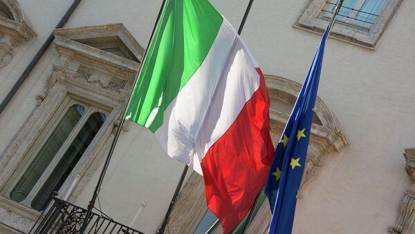 Italian and EU flags - Sputnik International