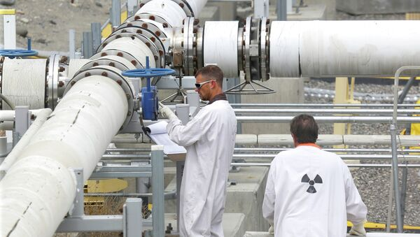 FILE - In this July 9, 2014, file photo, workers wearing protective clothing and footwear inspect a valve at the C tank farm during a media tour of the Hanford Nuclear Reservation Wednesday, July 9, 2014 near Richland, Wash - Sputnik International