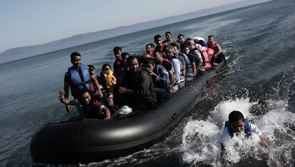 Refugees coming from Turkey land on the shores of the Greek island Lesbos in an inflatable boat on September 4, 2015 - Sputnik International