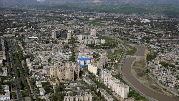 This aeriel view taken through an airplane window shows Dushanbe, the capital of Tajikistan, Monday, April 5, 2010 - Sputnik International