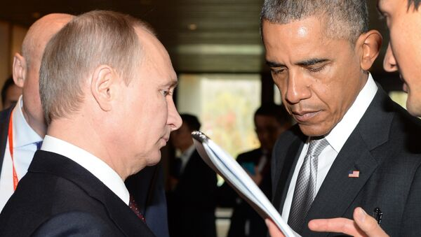 Russian President Vladimir Putin (L) speaks with US President Barack Obama (R) before the Asia-Pacific Economic Cooperation (APEC) Summit plenary session at the International Convention Center in Beijing on November 11, 2014 - Sputnik International