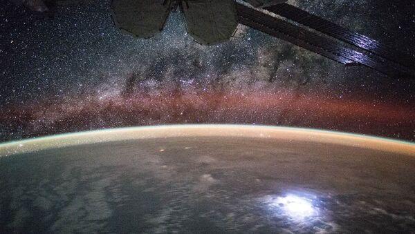 Large lightning strike on Earth lights up or solar panels - Sputnik International