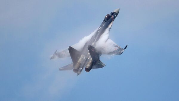 A Sukhoi Su-35 jetfigther performs its demonstration flight during the 50th Paris Air Show at Le Bourget airport, north of Paris, Thursday, June 20, 2013 - Sputnik International