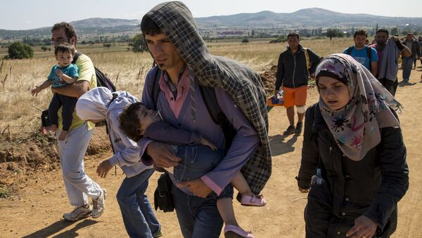 Migrants from Syria walk along a road in the village of Miratovac near the town of Presevo, Serbia August 24, 2015 - Sputnik International