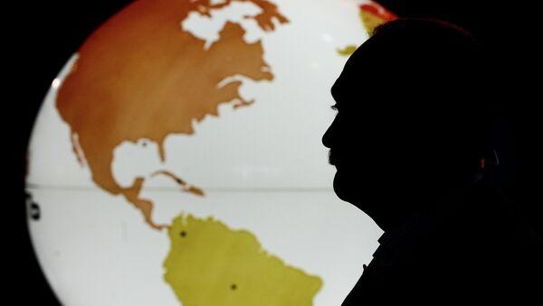 A silhouette of a man in front of the Western Hemisphere - Sputnik International
